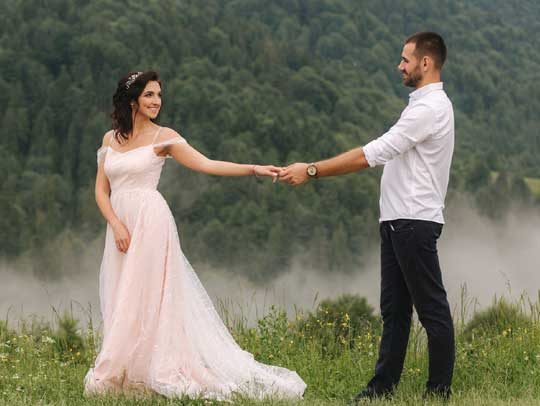 bride and groom at quaintcountryweddings